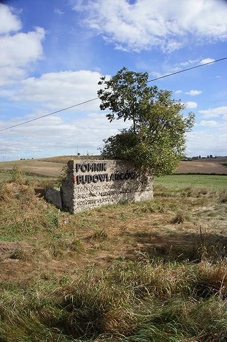 parasite-the-builders-monument--pasozyt-pomnik-budowlancow--nowe-miasto-lubawskie-polska-poland--2