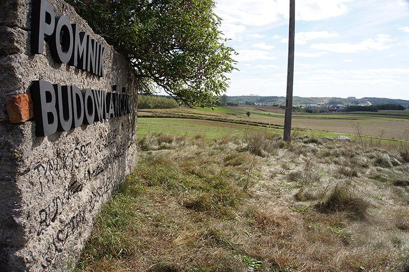 parasite-the-builders-monument--pasozyt-pomnik-budowlancow--nowe-miasto-lubawskie-polska-poland--3