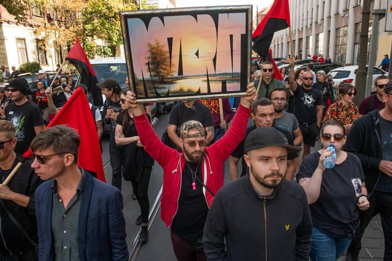 ROZBRAT ZOSTAJE ! Poznań bez eksmisji! bez wyzysku! bez biedy! Demonstracja w obronie Rozbratu! Demo in defence of Rozbrat! Poznań, 14.09.2019, fot. Łukasz Gdak