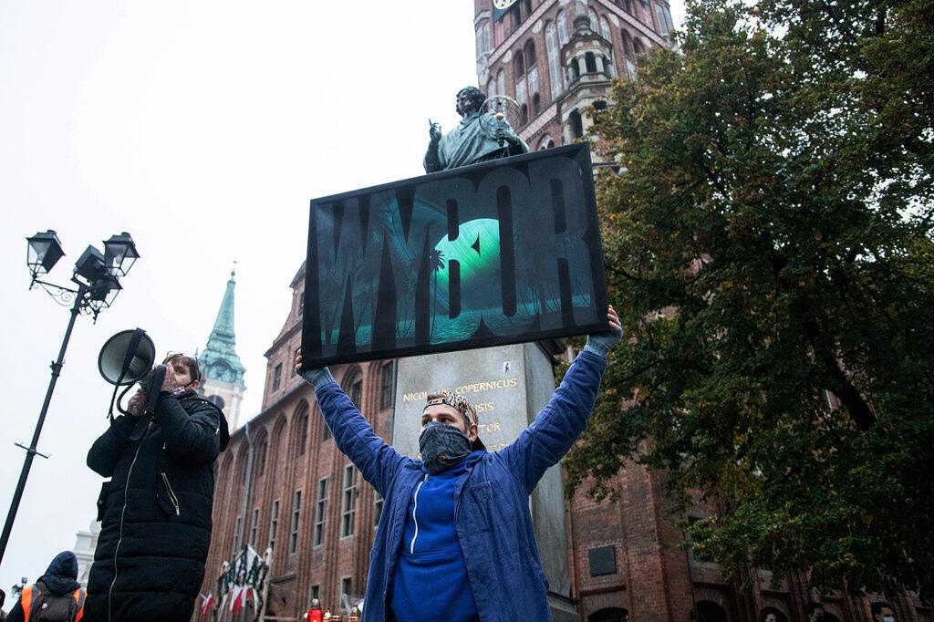 2020-11-01--czarny spacer 10 - fot Marek Krupecki--torun-www