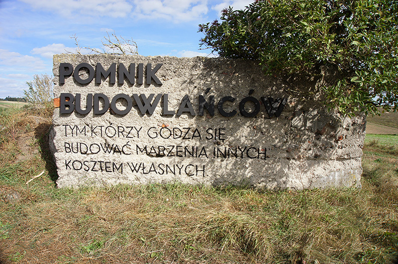 parasite-the-builders-monument--pasozyt-pomnik-budowlancow--nowe-miasto-lubawskie-polska-poland--4