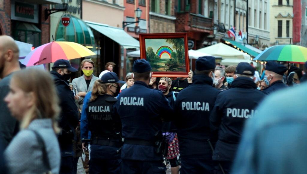 parasite_pasozyt-obraz_strajkujacy-strike_painting--kontra_do_teczowej_agresji-torun-2020-fot_archiwum_prywatne